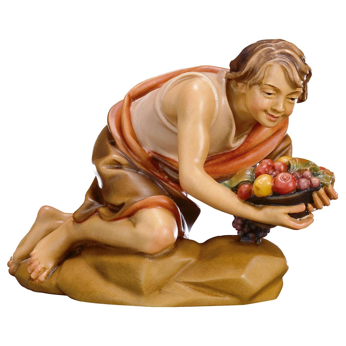 Hirte kniend mit Obst