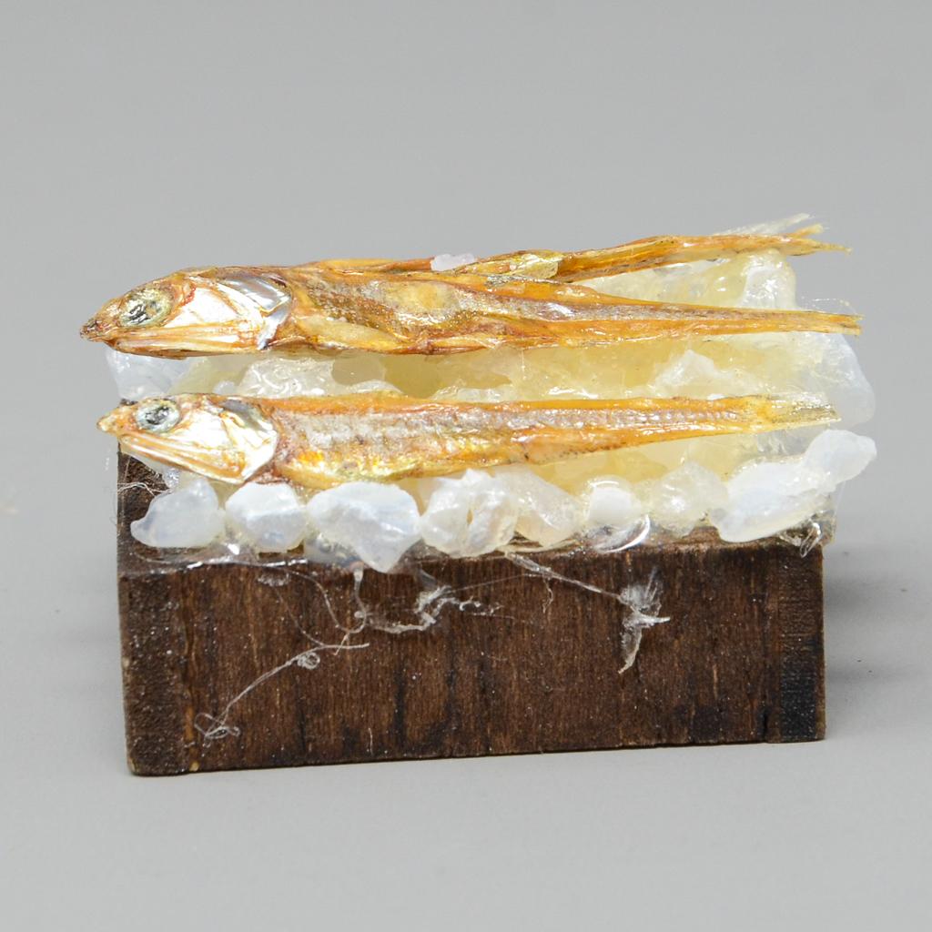 Holzkiste mit Fisch