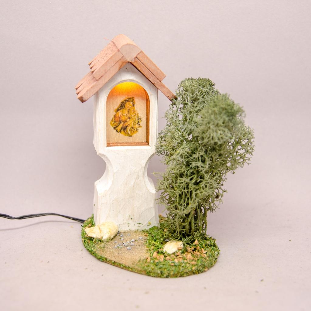 Marterl Marienbild elektrisch beleuchtet mit Strauch