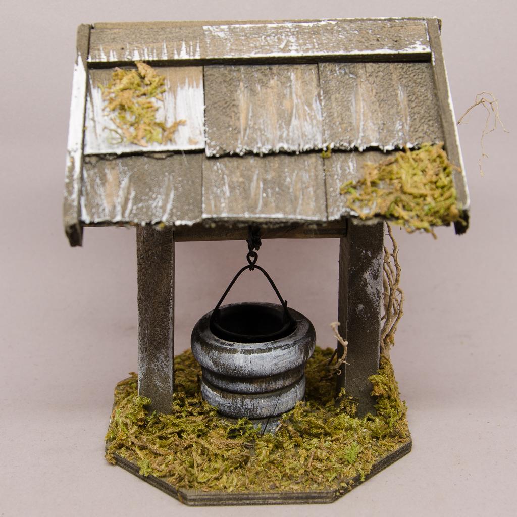 Brunnen mit Schindeldach