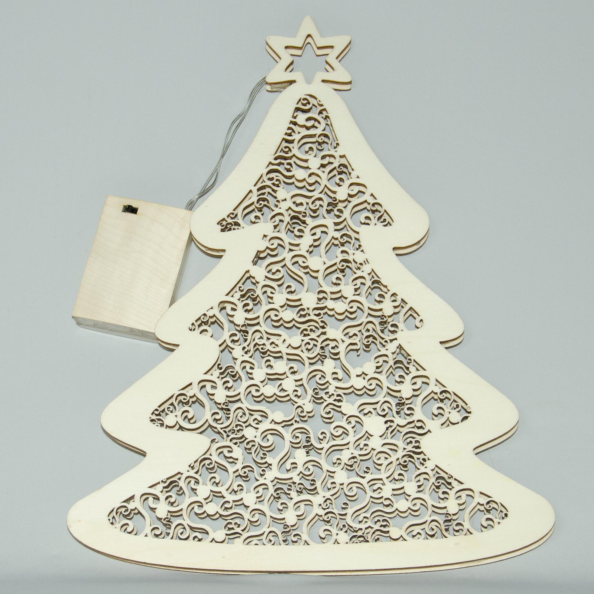 Tanne mit Ornamenten, elektrisch beleuchtet