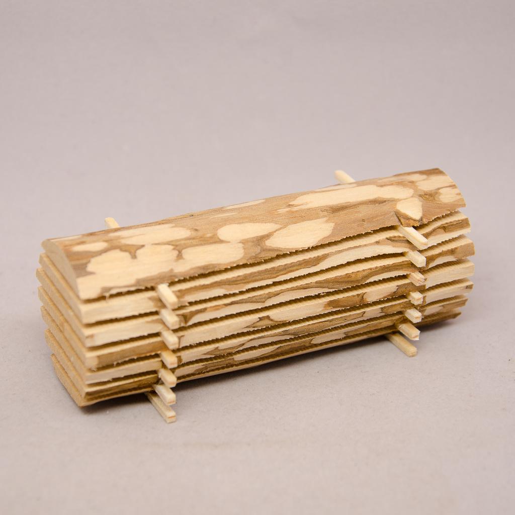 Holzbohlen Stapel